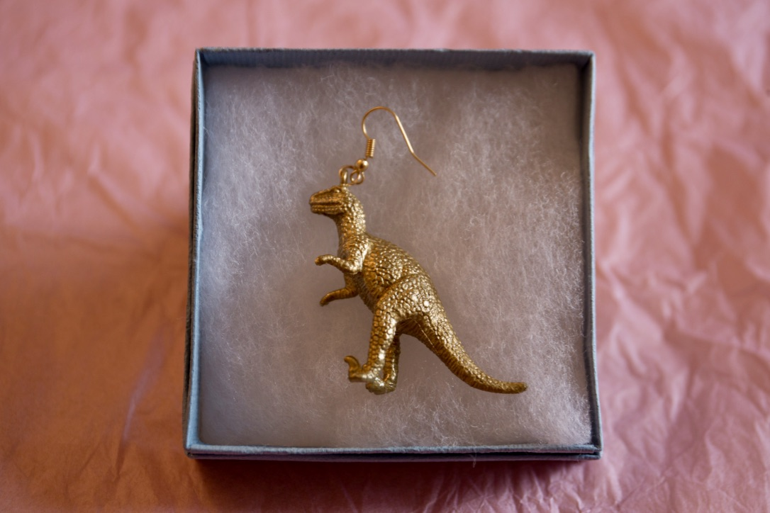 Cute gold dinosaur earring - Deinonychus